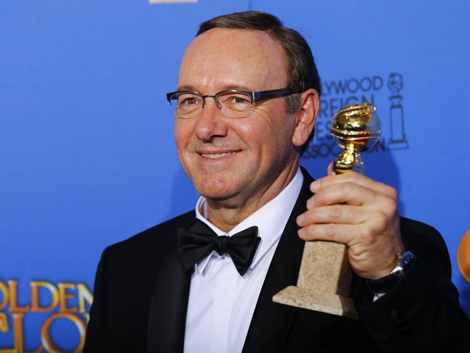 kevin-spacey-poses-backstage-with-his-award-for-best-performance-by-an-actor-in-a-television-series-for-house-of-cards-at-the-72nd-golden-globe-awards-in-beverly-hills-california-jan-11-2015